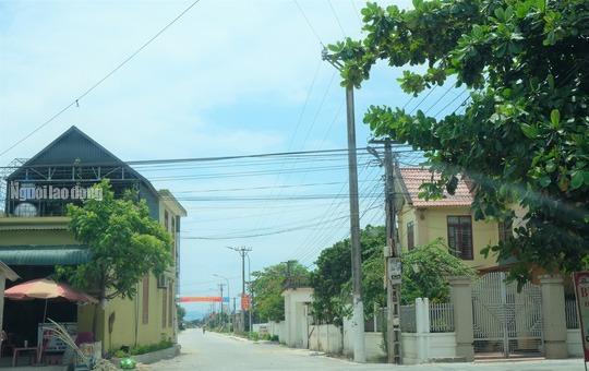 """Tận mắt chiêm ngưỡng những ngôi nhà của """"hộ cận nghèo"""" ở xã Quảng Lưu – Thanh Hóa: Nghèo quá chỉ đi SH thôi!"""