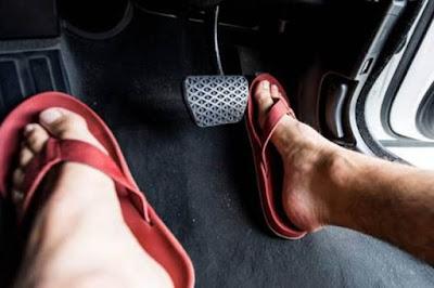 Street Manners: Kebiasaan Mengemudi Pakai Sandal Jepit Bisa Membahayakan, Ini Penjelasan Pakar Safety