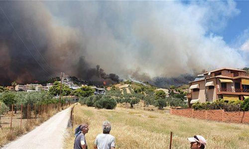στο έργο της κατάσβεσης μεγάλων πυρκαγιών που έχουν ξεσπάσει τις τελευταίες ώρες στην Κόρινθο και την Μεσσηνία πήραν δυνάμεις της Πυροσβεστικής από την Ήπειρο.
