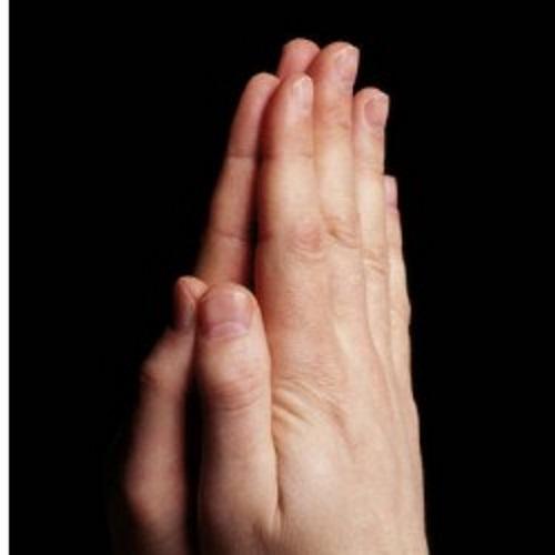 Mãos orando.