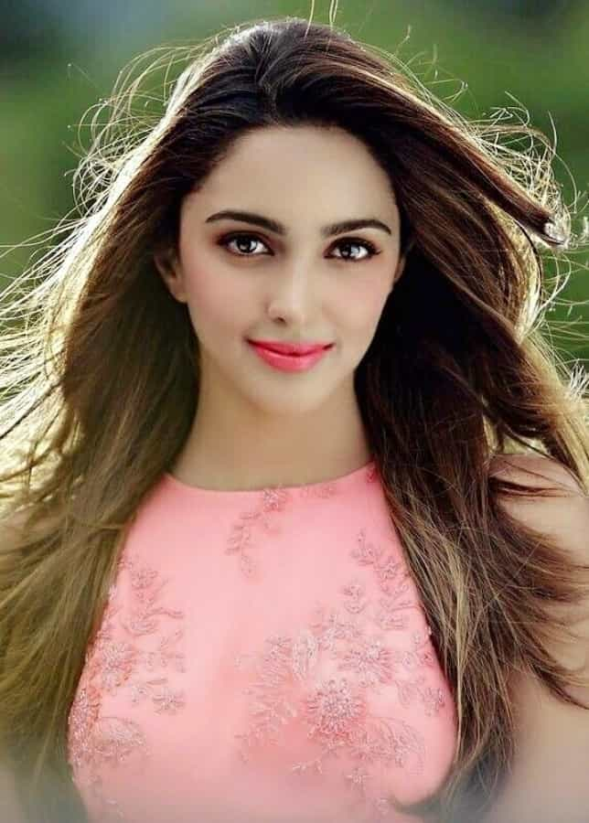 Kiara Advani Hd Cute Wallpaper