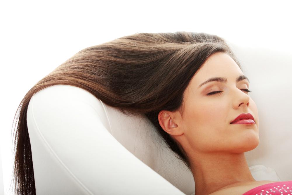 ebab9362e دائماً ما نبحث عن الشعر اللامع من خلال شراء الكثير من المنتجات التجارية،  ونجهل أنّ هناك مواد طبيعية متاحة لدينا قد تجعلنا نحصل على الشعر اللامع الذي  نحلم به ...