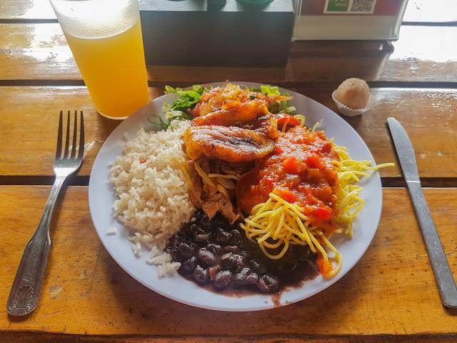 Comida con Ríos Tropicales