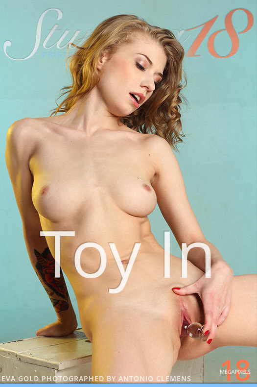 [Stunning 18] Eva Gold - Toy In