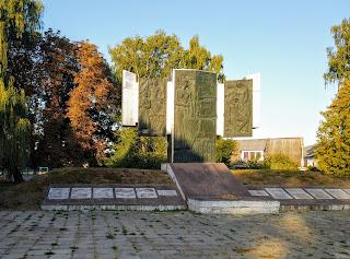 Браїлів. Сквер. Військовий меморіал