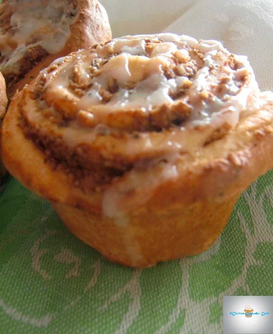 c ciles cupcake caf nussschnecken hefe muffins. Black Bedroom Furniture Sets. Home Design Ideas