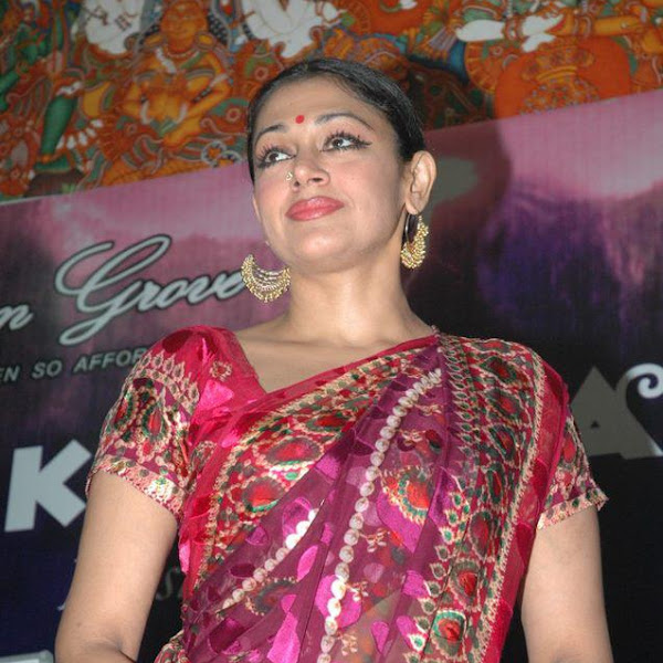 Mallu aunty actress Shobana hot in saree