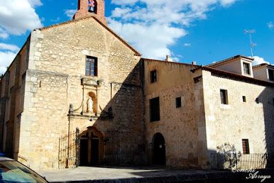 Edificio de la Iglesia Parroquial, sencilla y no muy grande.