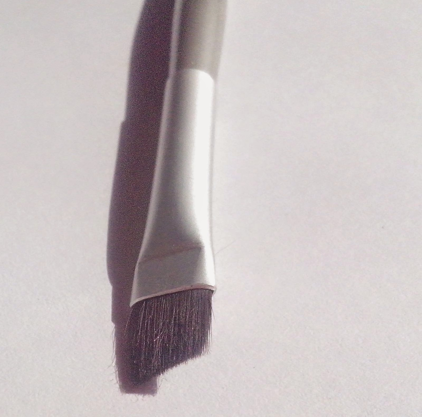 essence-natventurista-eyeliner-brush-picture