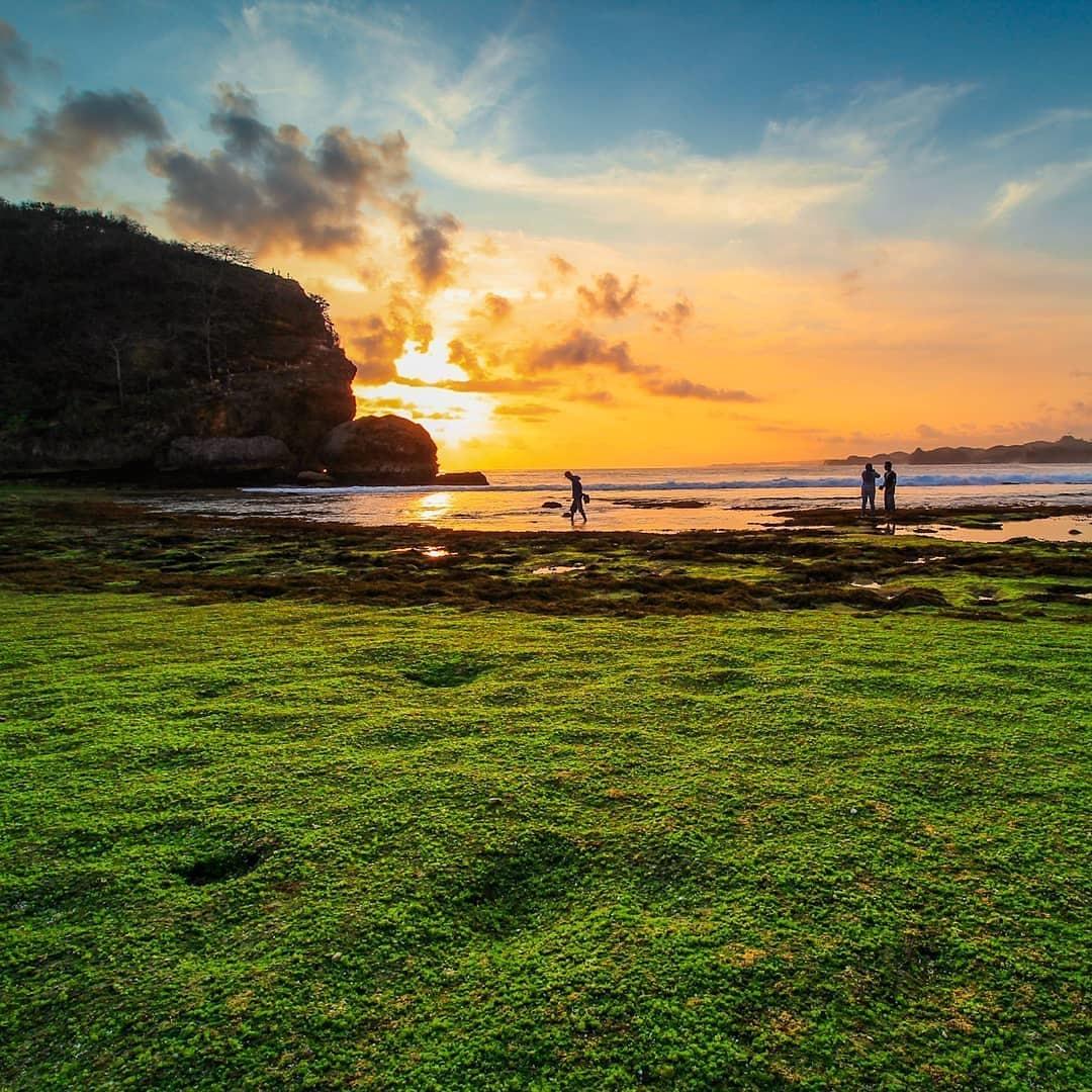 Wisata Alam Pantai Ngudel