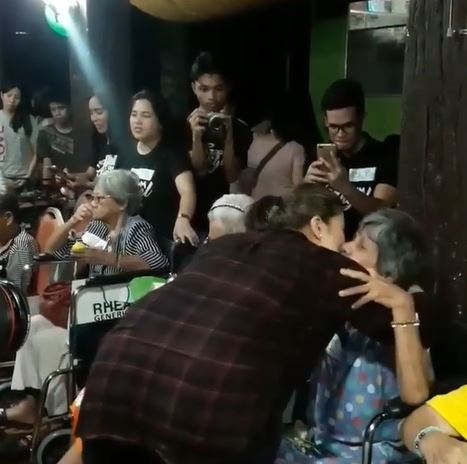 Angel Locsin Humbly Took Care Of Our Lolos And Lolas At The Anawim Foundation On Her Birthday