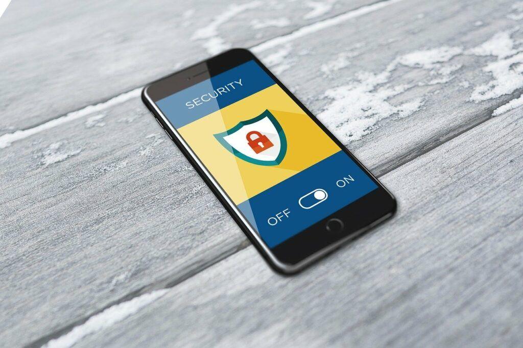 Celular com aplicativo de segurança