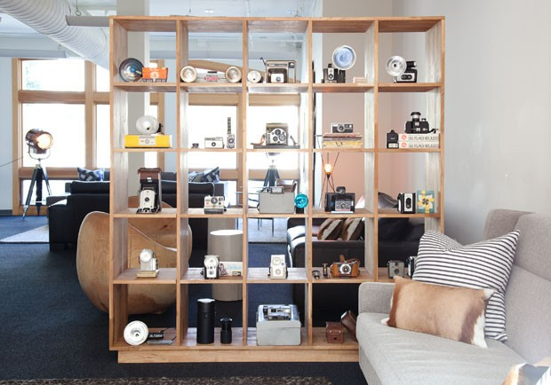Decora interi decora o com estantes vazadas for Ambientes muebles y disenos
