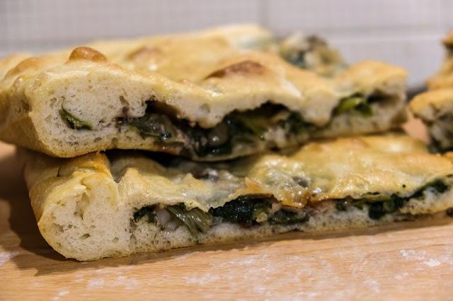 Focaccia ripiena di scarola, olive, aglio, capperi ed aggiughe