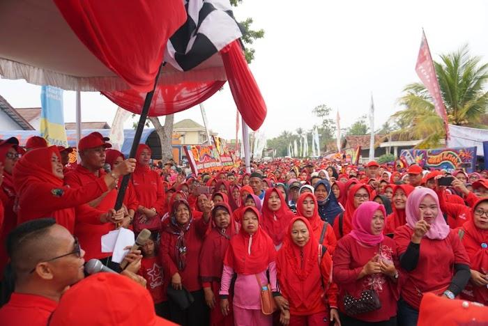Plt.Nanang Ermanto Melepas Ribuan Peserta Jalan Sehat,Dalam Rangka HKN ke-55  Di Natar Lamsel