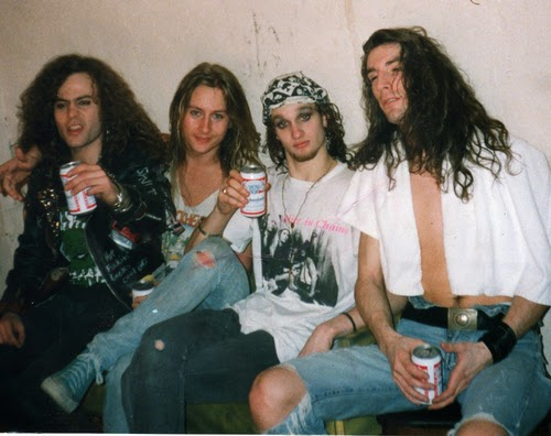 alice in chains layne staley jerry cantrell mike starr sean kinney grunge seattle
