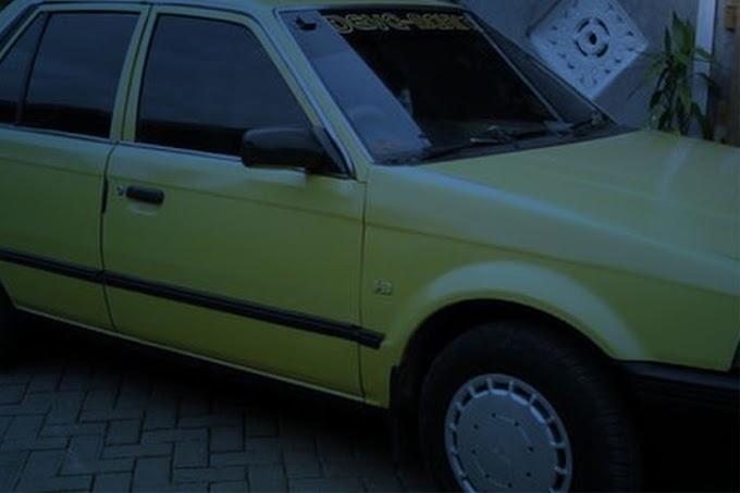 Terserempak pemandu selubung putih pandu Ford Laser kuning Di Dungun