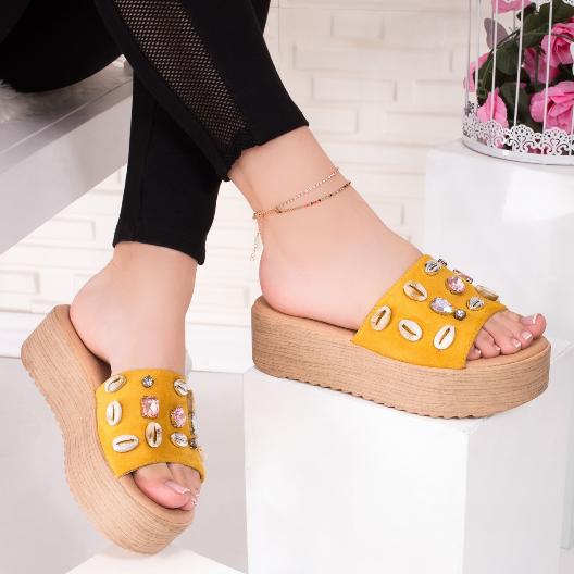 Papuci la moda cu platforma galbeni cu bej