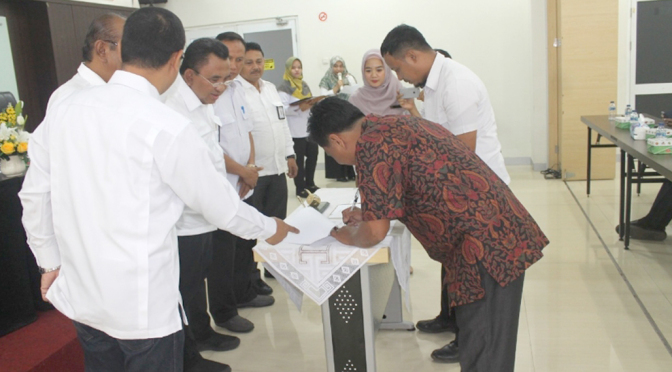 Suasana penandatanganan kontrak pekerjaan tahun 2020 wilayah Sumatera di Kantor Balai Wilayah Sungai (BWS) Sumatera V.