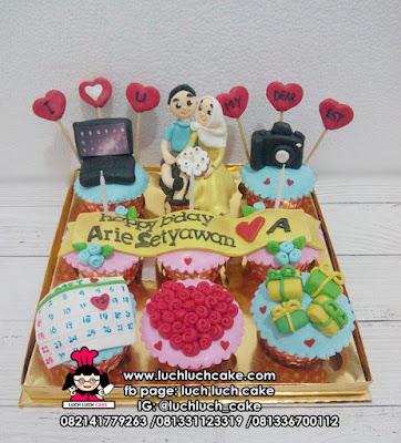 Cupcake Ulang Tahun Suami Tema Kamera dan Laptop