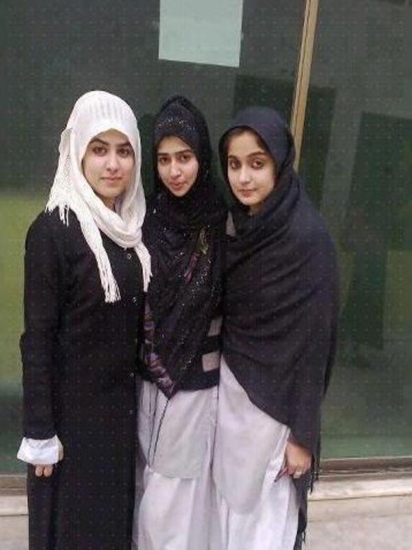 College Girls | iPhone wallpaper HD Download