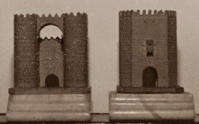 Primer juego de ajedrez, las puertas de las murallas de Ávila y Alcántara de Toledo, las dos torres