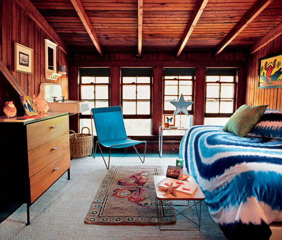 Bedroom Ideas: Teen Bedroom With Sloped Roof For Your