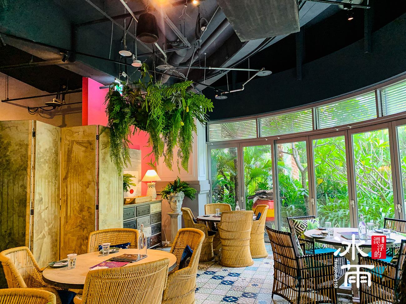 輕鬆大方的室內空間,搭配戶外的綠色叢林,好像真的到了清邁