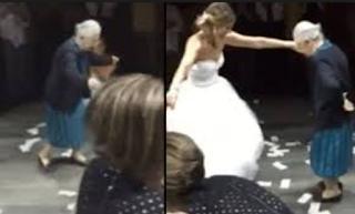 Ρίχνει το διαδίκτυο: 98χρονη Ελληνίδα γιαγιά χορεύει λεβέντικα ζεϊμπέκικο στον γάμο της εγγονής της  -  Βίντεο
