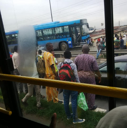 Accident: Blue BRT Bus got stuck on bridge railing at Mile 12 (photos) 1