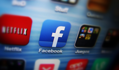 """""""Ven a ver nuestra nueva casa en Android"""", se limitó a decir la red social en su convocatoria a la conferencia de prensa que tendrá lugar en la localidad de Menlo Park, en California (oeste). Poco después de que Facebook lanzara la invitación para el evento programado el 4 de abril, la página web especializada en tecnología TechCrunch dijo que la red social presentaría una versión modificada del sistema operativo Android de Google, aunque con características especialmente adaptadas, indica AFP. Según el sitio de información 9to5Google, Facebook estaría trabajando en el sistema informático del nuevo teléfono inteligente, que sería fabricado"""