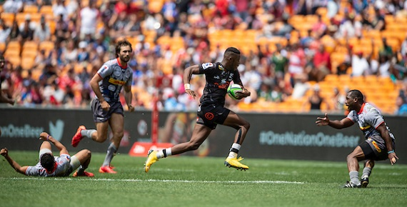 Aphelele Fassi of the Sharks runs at Stormers defenders