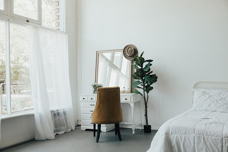 boho home decor, bright bedroom, decor ideas