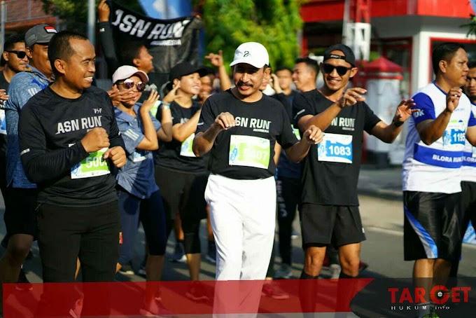 Ikuti Lomba Lari Blora Run, Bupati Haryanto Dapatkan Medali Emas