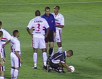 Corinthians venceu o São Paulo por 3 a 2 no primeiro jogo da semifinal do Brasileiro de 1999. Foto: Reprodução/Band