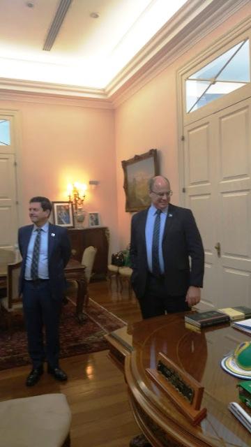 Gabinete do governador e a famosa mesa que pertenceu a Getúlio Vargas