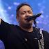 Fernandinho canta sucessos e surpreende em segunda Live no YouTube