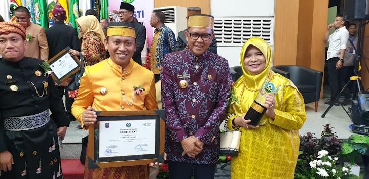 Bupati Takalar Bersama Ketua Forum Kab Sehat di Anugerahi Swasti Saba Wistara Predikat Tertinggi