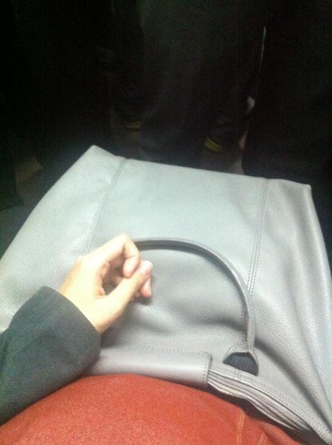 tips-aman-naik-commuter-line-di-jam-kerja-bagi-ibu-hamil