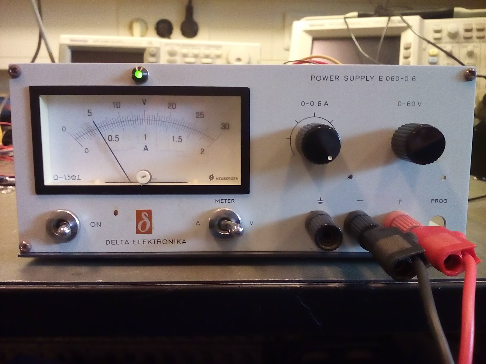 Remcos Blog Lm317 Benchtop Power Supply Current Source With This Time The Legendary One Used As Limitter And Other Voltage Regulator Enclosure From An Old Delta Elektronika