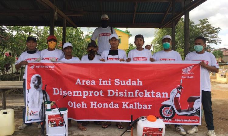 Mengatasi Pandemi Corona, Honda Kalbar Semprot Pemukiman Warga Dengan Disinfektan