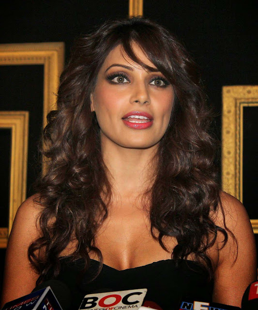 Bipasha Basu looking superhot at different events!!!! HQ pics