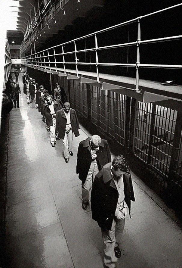 Last prisoners of Alcatraz leaving, 1963
