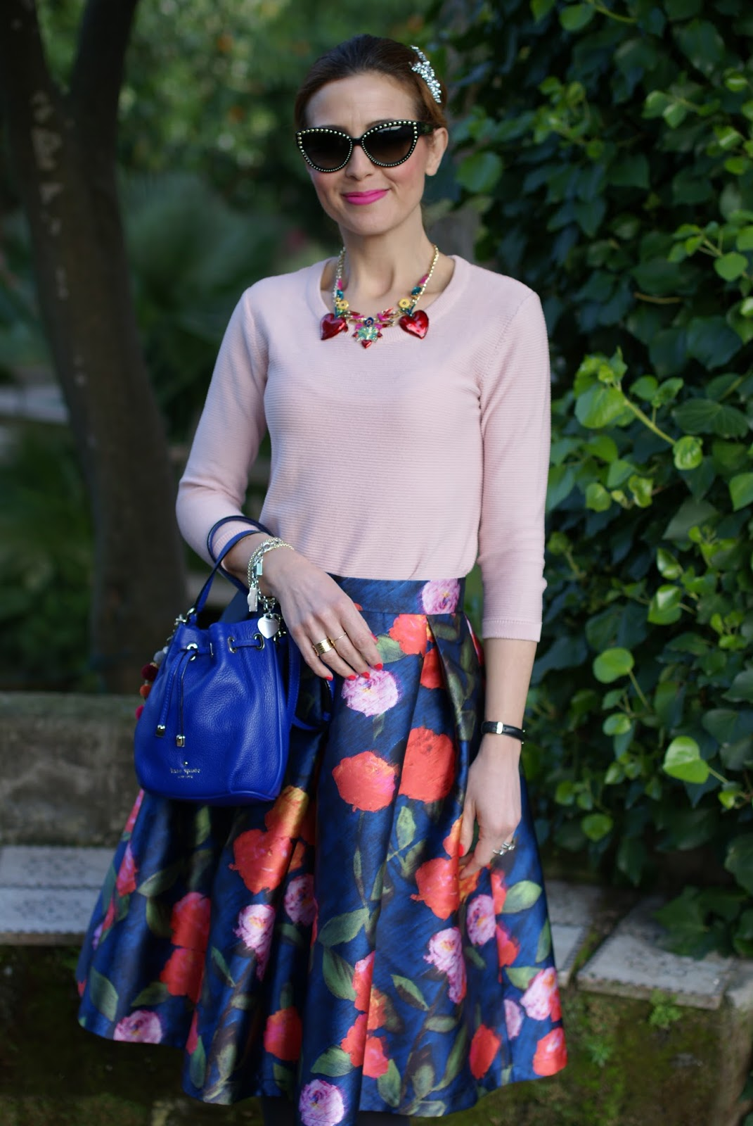 Paccio floral midi skirt, Tommaso Lonardo necklace and Kate Spade bucket bag on Fashion and Cookies fashion blog, fashion blogger style