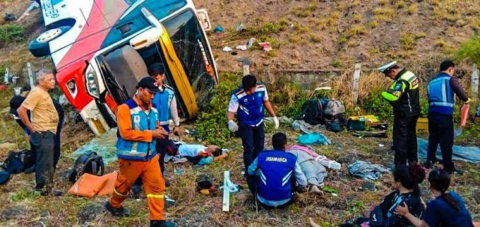 Bus Kramat Djati Kecelakaan Di Tol Sumo, Desa Klagen Wringinanom