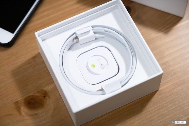 【開箱】輕巧、主動降噪標竿,Apple AirPods Pro 無線藍牙耳機 - 產品隨附的 USB 充電線及矽膠耳塞