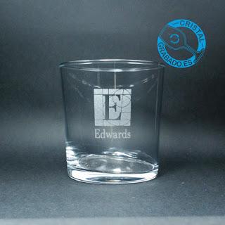 Vaso de agua grabado con logotipo de empresa
