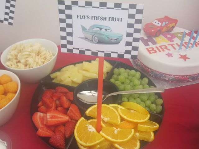 Fruit platter with a Flo's Fruit sign