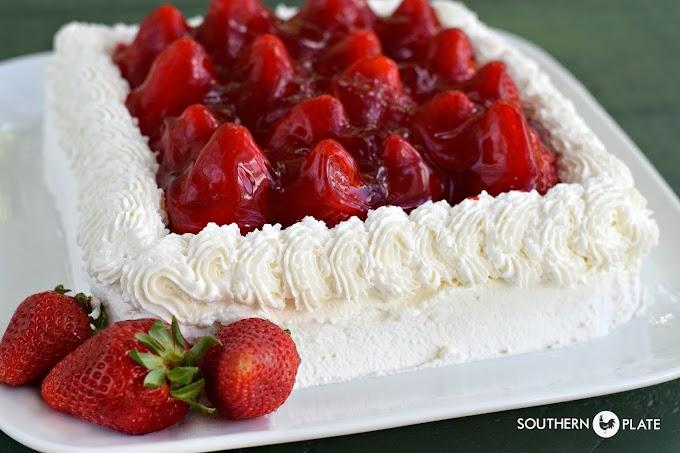 FRESH STRAWBERRY SHEET CAKE #desserts #cakerecipe #chocolate #fingerfood #easy