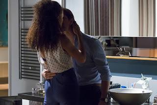 Bia flagra Jorge e Vera fazendo amor na banheira